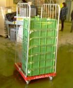 Pour faciliter la logistique de l'exploitation jusqu'au magasin, le roll permet la manutention facile et confortables des cagettes